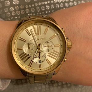 Women micheal kors watch ( needs battery )